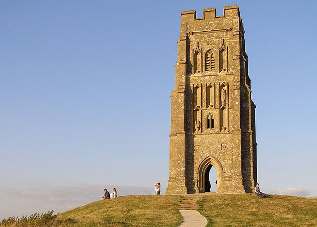 640px-Summit_of_glastonbury_tor